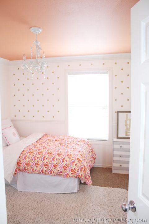 Room, Floor, Bed, Interior design, Wood, Property, Wall, Flooring, Textile, Ceiling,