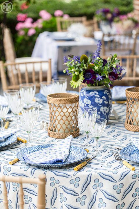 Serveware, Tablecloth, Linens, Petal, Lavender, Drinkware, Home accessories, Porcelain, Dishware, Flower Arranging,