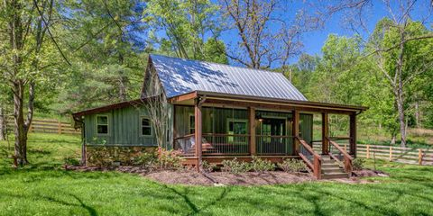 A Petite Tennessee Cabin That's Big on Charm