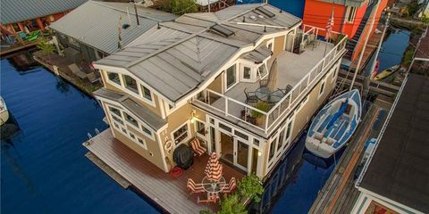 """A Houseboat to Make Your """"Sleepless in Seattle"""" Dreams Come True"""