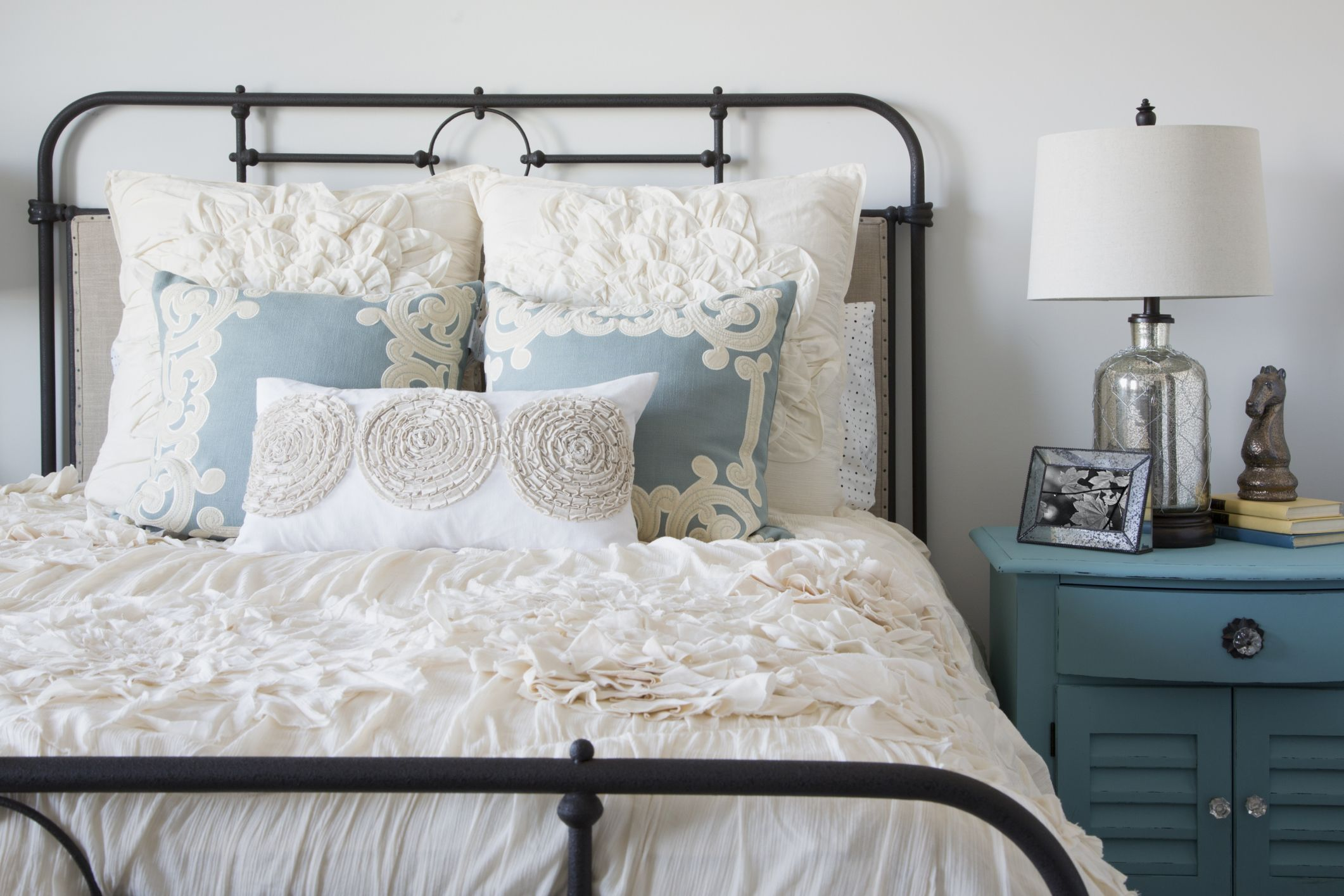 Guest Bedroom Decorating Ideas - Tips for Decorating a Guest Bedroom