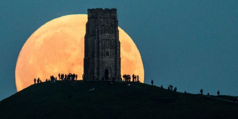 Watch a Mesmerizing Time-Lapse Video of Sunday's Super Blood Moon