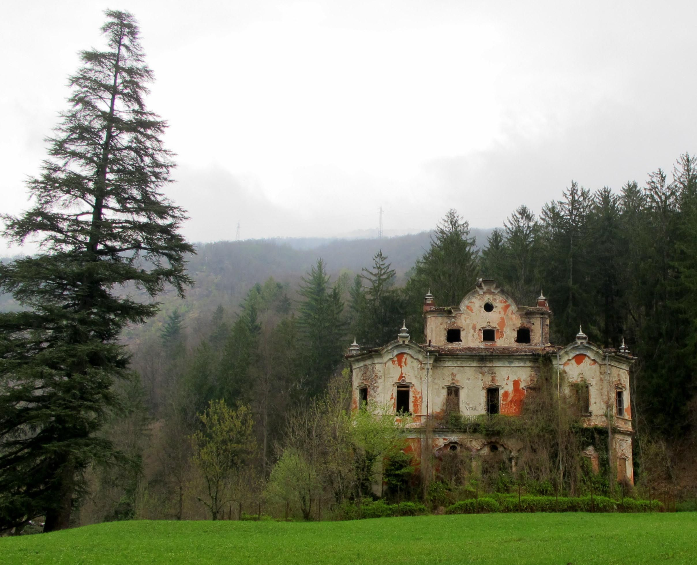 Abandoned mansion Lost world t Abandoned mansions