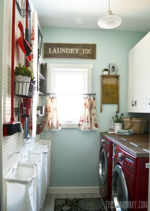 Room, Interior design, Property, Floor, Clothes dryer, Ceiling, Major appliance, Washing machine, Flooring, Laundry room,
