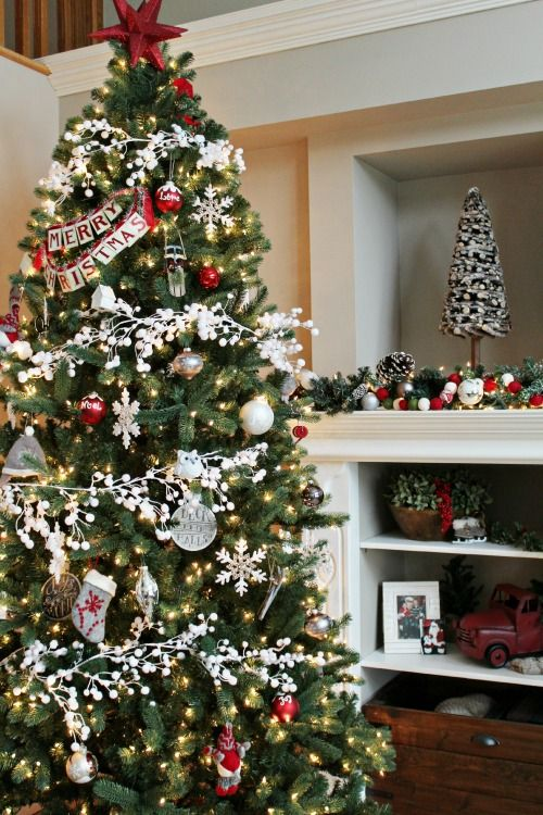 50 christmas tree decoration ideas pictures of beautiful christmas trees - Slim Christmas Tree Decorating Ideas