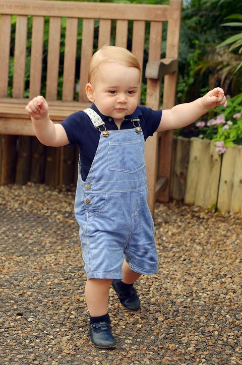 Finger, Mouth, Sleeve, Child, Baby & toddler clothing, Pattern, People in nature, Toddler, Home fencing, Thumb,