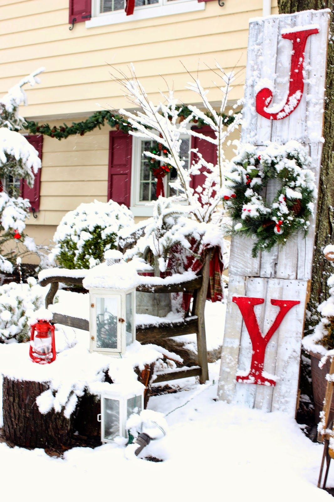 30 Best Outdoor Christmas Decorations - Christmas Yard Decorating Ideas