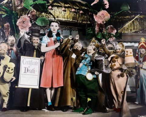 Colourised shot of Judy Garland (1922-1969), US actress and singer, in costume and surrounded by a group of munchkins, in a publicity still from the film, 'The Wizard of Oz', 1939. The musical, adapted from the novel by L Frank Baum (1856-1919) and directed by Victor Fleming (1889-1949), starred Garland as 'Dorthy Gale'.
