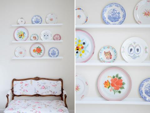 Serveware, Dishware, Porcelain, Room, Wall, Blue and white porcelain, Ceramic, Interior design, Bed, Linens,