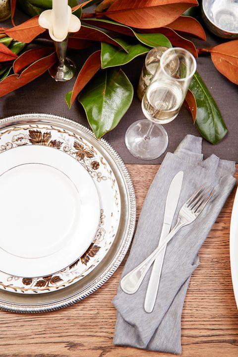 Serveware, Dishware, Tableware, Plate, Kitchen utensil, Porcelain, Cutlery, Napkin, Knife, Ceramic,