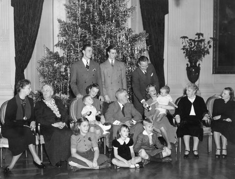 <p>American President F.D. Roosevelt photographed surrounded by his family in 1939.</p>