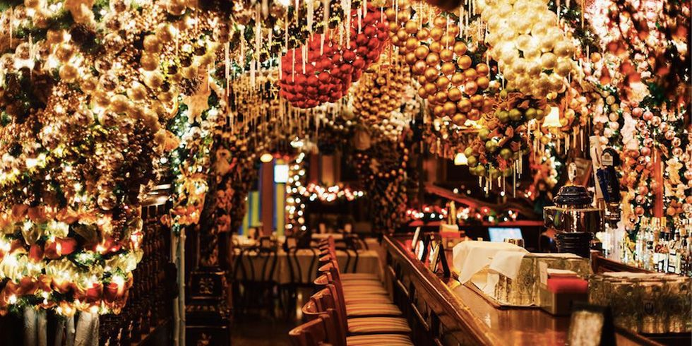 rolfs german restaurant christmas decorations new york city bars extreme holiday decor - New York Christmas Decorations