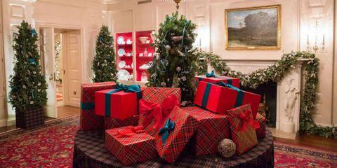 Interior design, Christmas decoration, Event, Room, Red, Textile, Home, Christmas ornament, Plaid, Interior design,