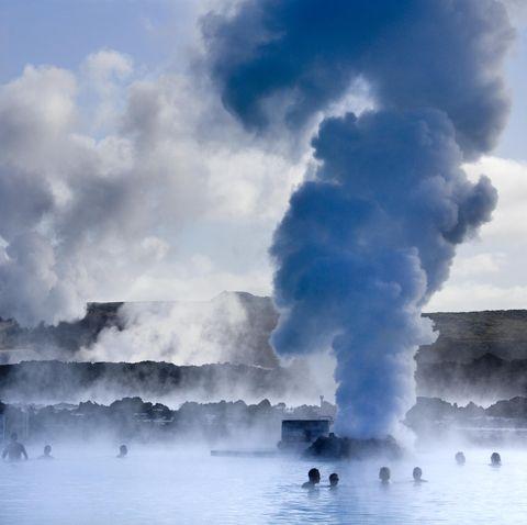 Sky, Atmospheric phenomenon, Geyser, Cloud, Sea, Geological phenomenon, Atmosphere, Wave, Ocean, Landscape,