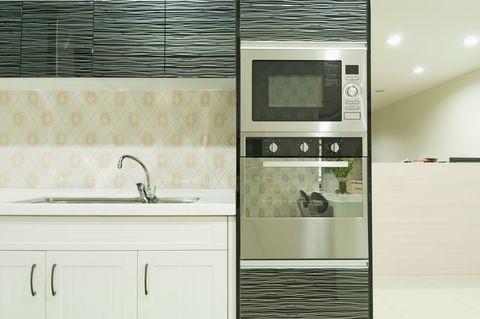 Property, Room, Interior design, Plumbing fixture, Floor, Tap, Fixture, Cabinetry, Sink, Display device,