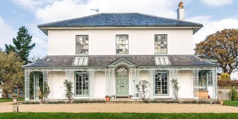 This 1825 English Home Gets Pops of Color Right
