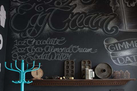 Antler, Blackboard, Handwriting, Deer, Chalk, Silver, Calligraphy, Reindeer, Natural material, Horn,