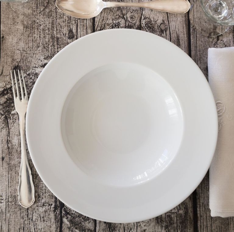 What your dishes say about you kitchen dishes personality for Plain white plates ikea