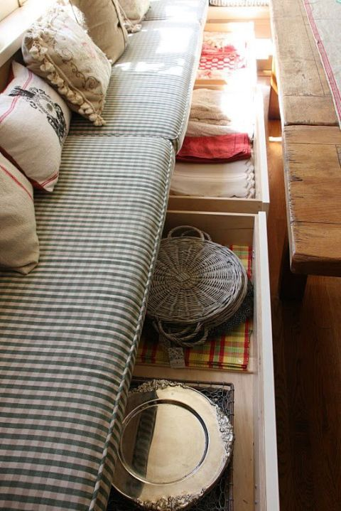 Textile, Linens, Beige, Home accessories, Wood stain, Cushion, Throw pillow, Plywood, Bedding, Pillow,