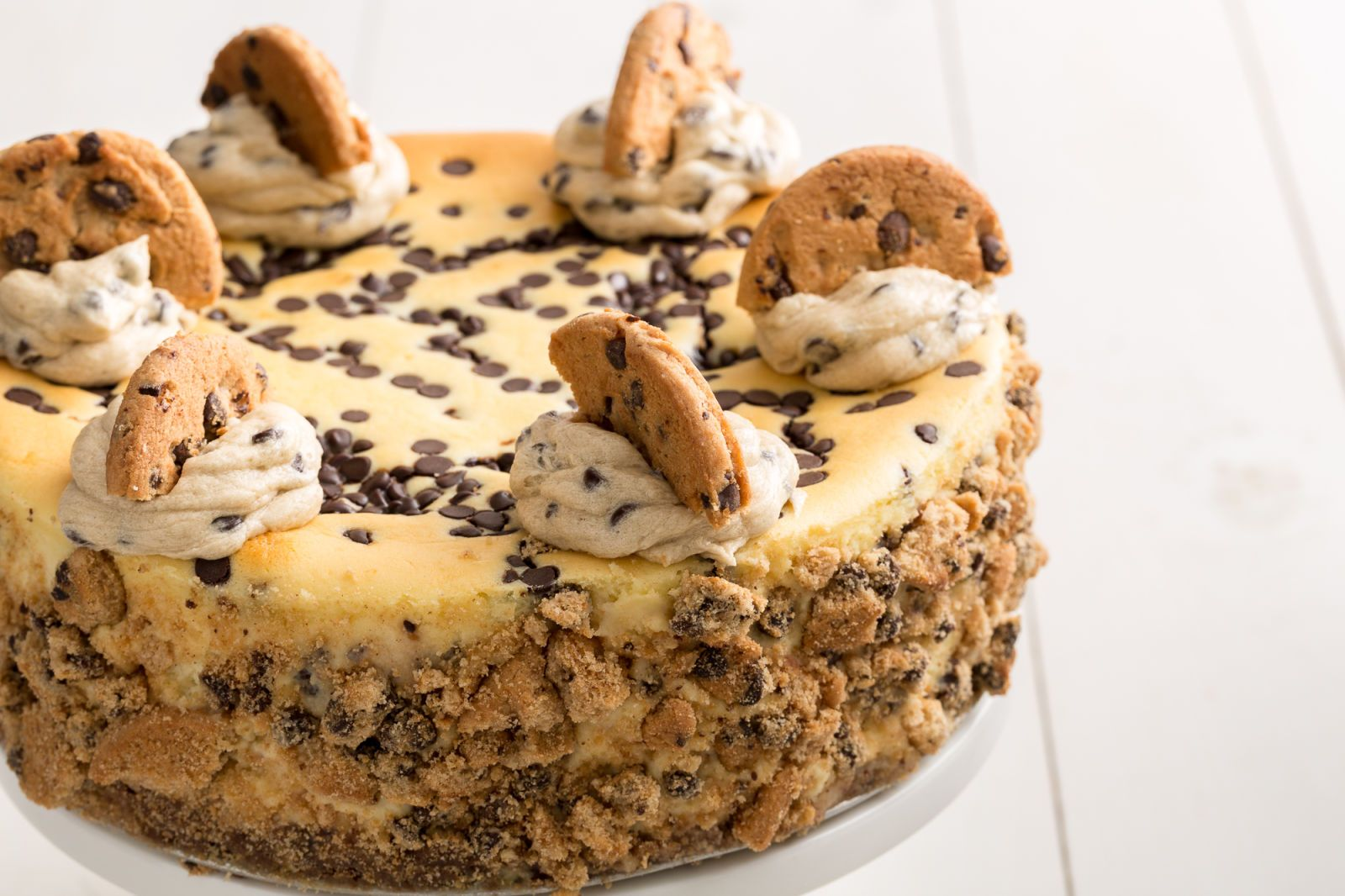 This Chocolate Chip Cookie Dough Cheesecake Is the Best Thing Ever