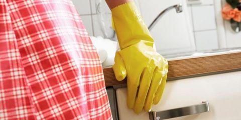 Plaid, Yellow, Sleeve, Tartan, Textile, Pattern, Tool, Kitchen utensil, Household hardware, Kitchen knife,