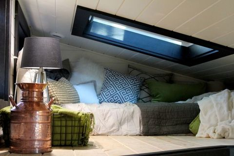 Room, Interior design, Wall, Living room, Lamp, Home, Interior design, Pillow, Display device, Linens,