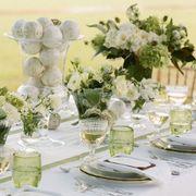 Petal, Serveware, Dishware, Tablecloth, Flower, Glass, Drinkware, Bouquet, Stemware, Centrepiece,