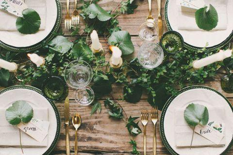 Dishware, Leaf, Serveware, Plate, Natural material, Stemware, Kitchen utensil, Home accessories, Circle, Cutlery,