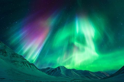 Aurora, Nature, Green, Natural landscape, Atmosphere, Night, Atmospheric phenomenon, Slope, Space, Purple,
