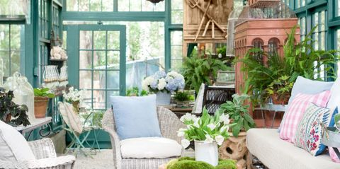 """This Sun-Drenched """"Chic Shed"""" Is Every Gardener's Dream"""