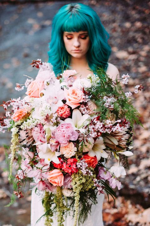 Nose, Human, Mouth, Petal, Hairstyle, Bouquet, Flower, Bangs, Pink, Cut flowers,