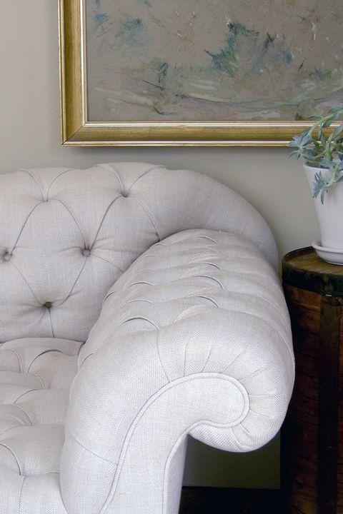 Room, Wall, Interior design, Flowerpot, Interior design, Picture frame, Artifact, Sculpture, Houseplant, Plaster,