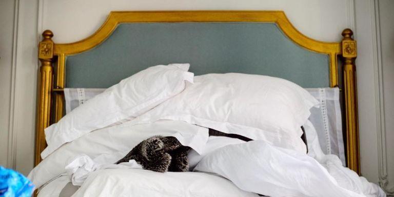 How To Make A Bed Like A Hotel Housekeeper Hotel Maid