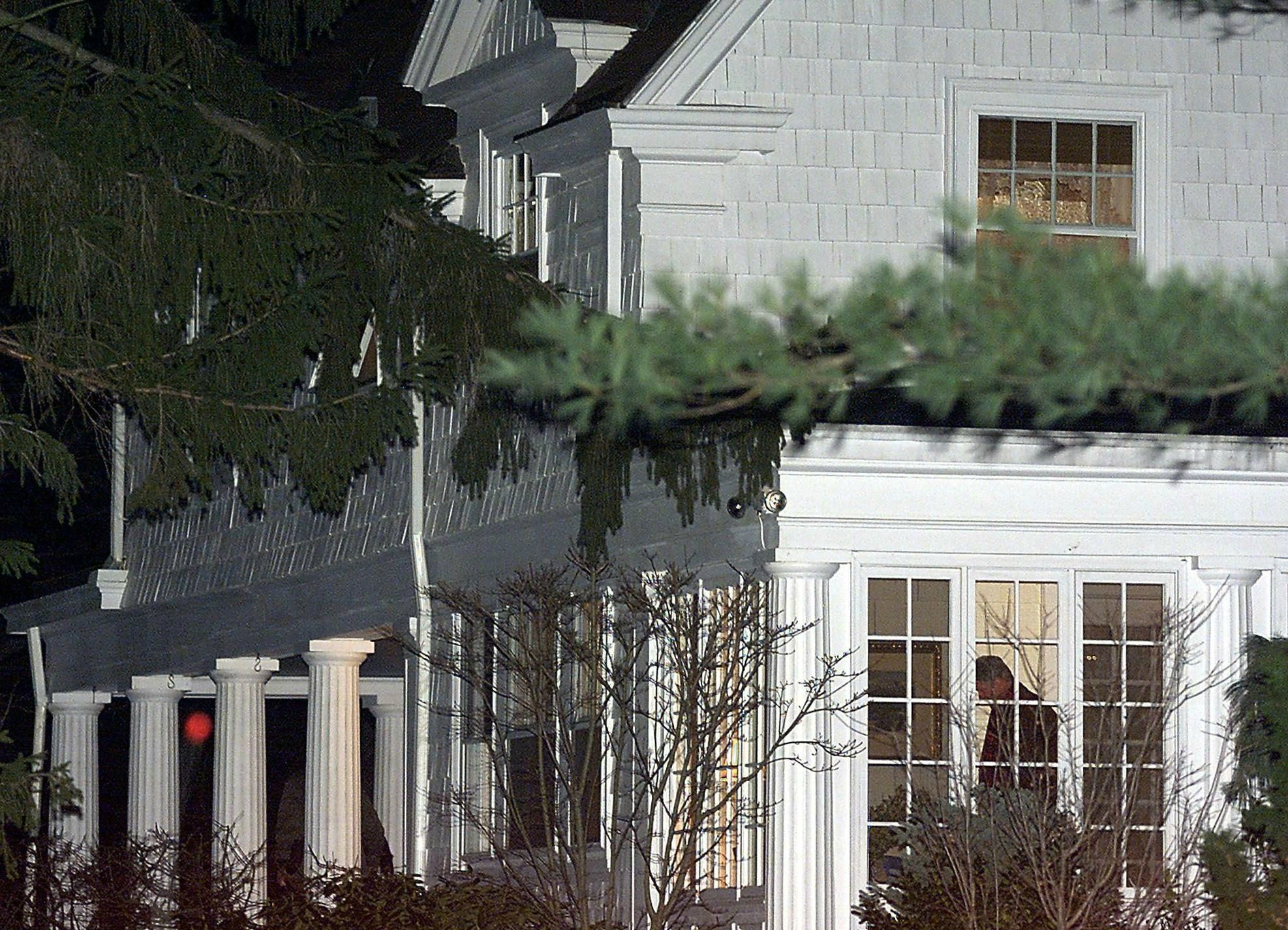 Hillary Clinton House In Chaqua Ny Pictures Of S Home