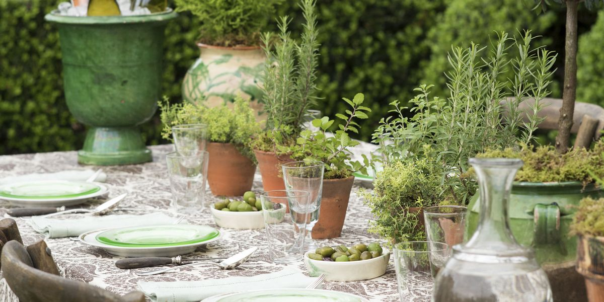 Julia reed summer tablescape outdoor dinner tabletop ideas