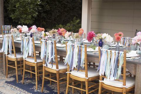 Tablecloth, Textile, Furniture, Table, Linens, Chair, Petal, Home accessories, Flower Arranging, Floristry,