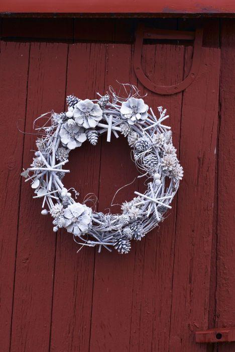 image michel arnaud frosty wreath