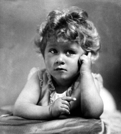<p>Who would've guessed little Elizabeth could have given Shirley Temple a run for her money?</p>