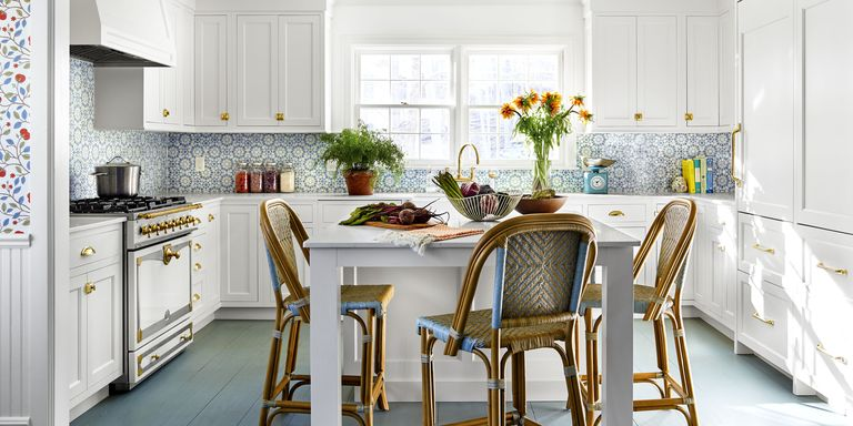 PIn The Kitchen White Cabinetry Sets Off A Backsplash In Mosaic Houses