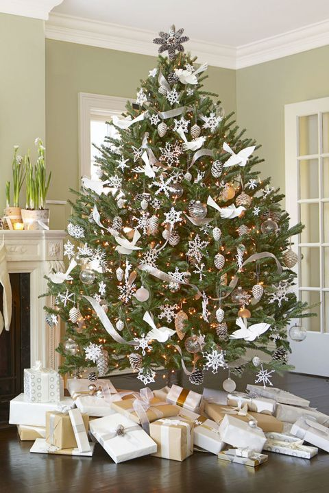 white christmas tree - Order Of Decorating A Christmas Tree