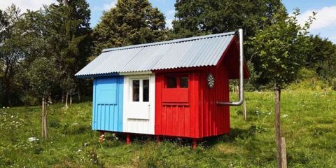 "This Tiny House Named ""France"" Snaps Together in Just 3 Hours"