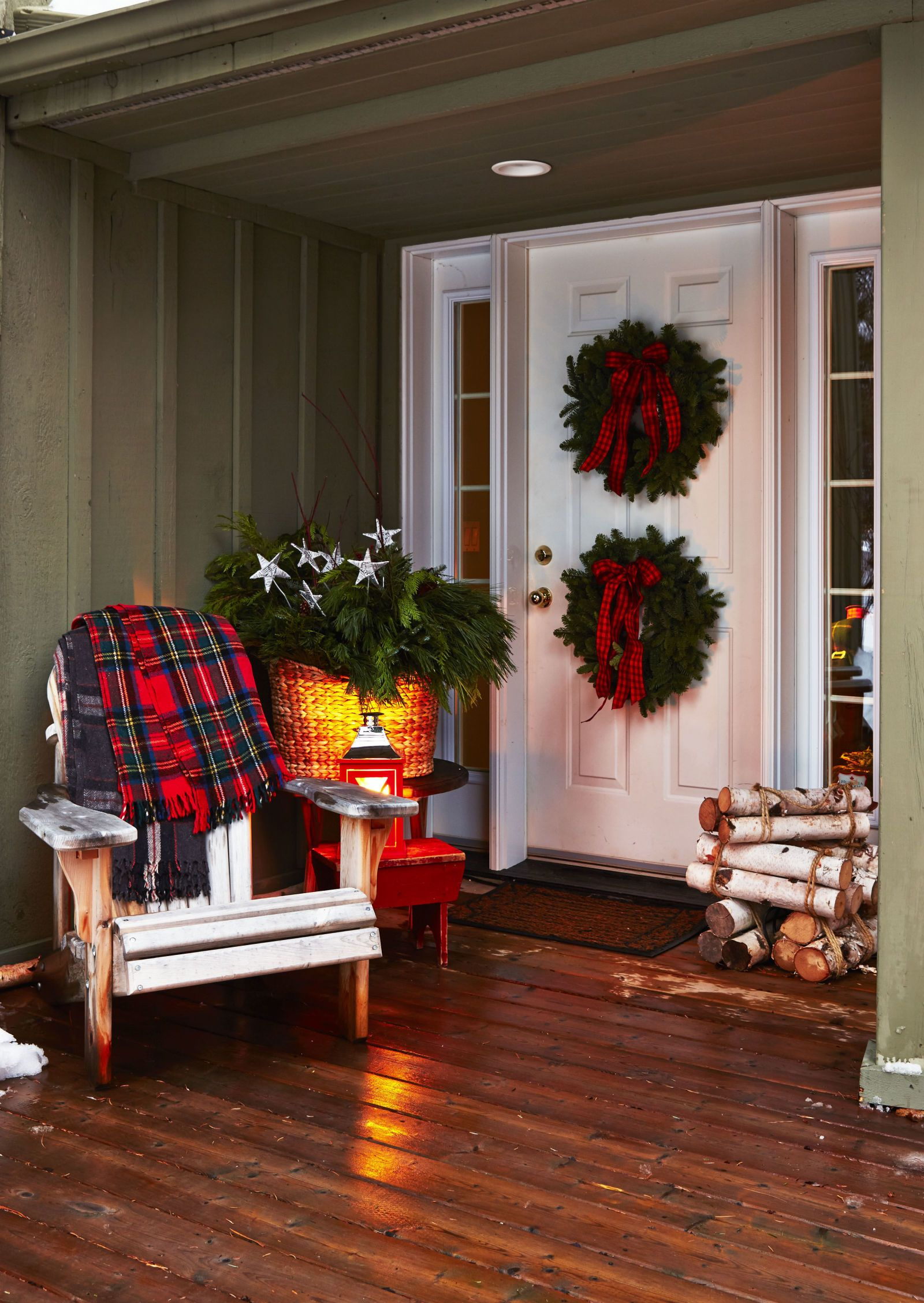 Holiday Porch Decorating Ideas Part - 20: 32 Best Outdoor Christmas Decorations - Christmas Yard Decorating Ideas