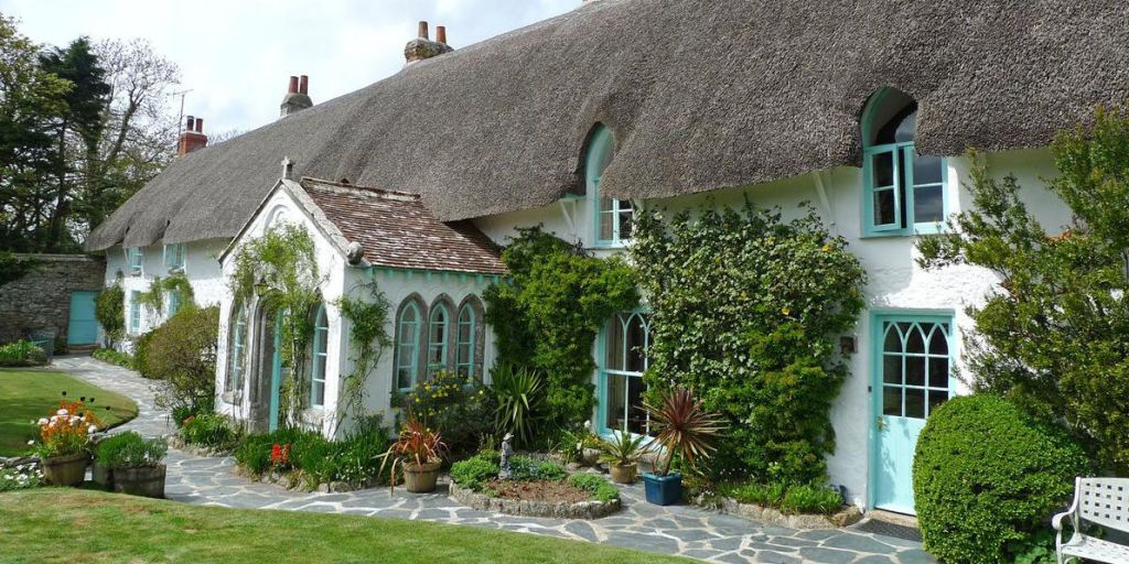 10 country cottages english country cottages for sale rh housebeautiful com country cottages for sale in california country cottages for sale in ireland