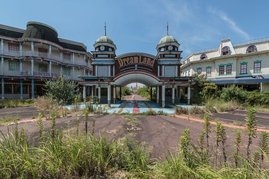 This Spooky Abandoned Theme Park in Japan Is the Anti-Disney