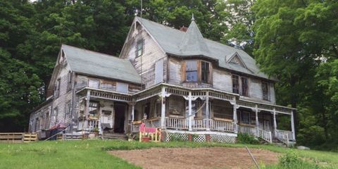 Property, House, Home, Real estate, Roof, Building, Land lot, Siding, Stairs, Cottage,