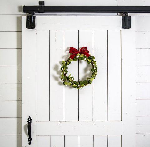 Wreath, Rectangle, Christmas decoration, Coquelicot, Floral design, Flower Arranging, Symbol, Still life photography, Artificial flower, Cut flowers,