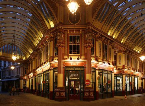 Lighting, Ceiling, Light fixture, Commercial building, Mixed-use, Door, Hall, Beam, Arcade, Daylighting,