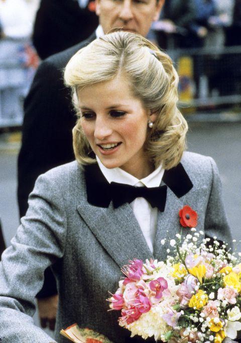 Hairstyle, Flower, Bouquet, Petal, Blond, Blazer, Brown hair, Bow tie, Cut flowers, Annual plant,