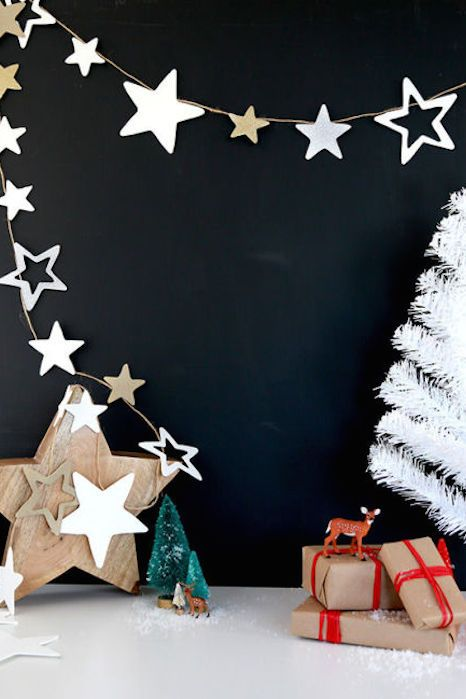 25 christmas garland ideas decorating with holiday garlands for Yes decoration
