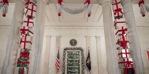 15 Stunning Photos of the White House All Decorated for Christmas